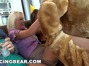 Cumshot Tanzender Hd Bär Uncut Bear